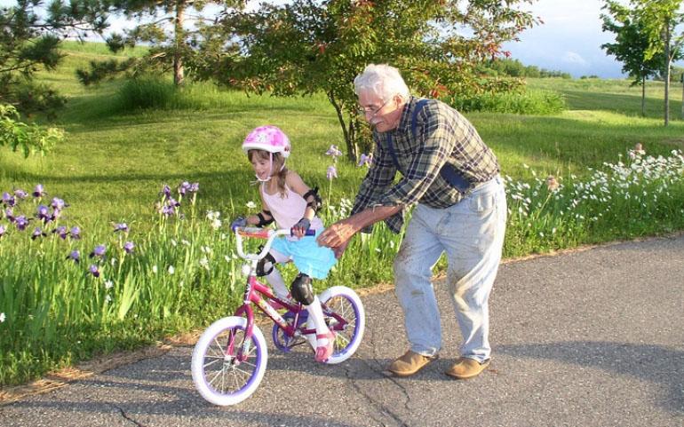 5 λόγοι για να επισκέπτονται τα παιδιά τον παππού και τη γιαγιά συχνότερα – Παγκόσμια Ημέρα Ηλικιωμένων.